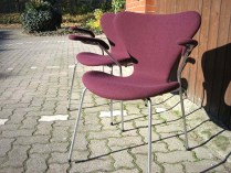 Arne Jacobsen Stühle, neue Polsterung und Bezug, Wolle.